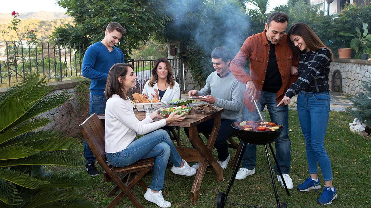 Babalar Günü'nde ailecek keyifli dakikalar geçireceğiniz ister tavada ister mangalda leziz köfteler ile yapılacak pratik ve bir o kadarda lezzetli tarifler.