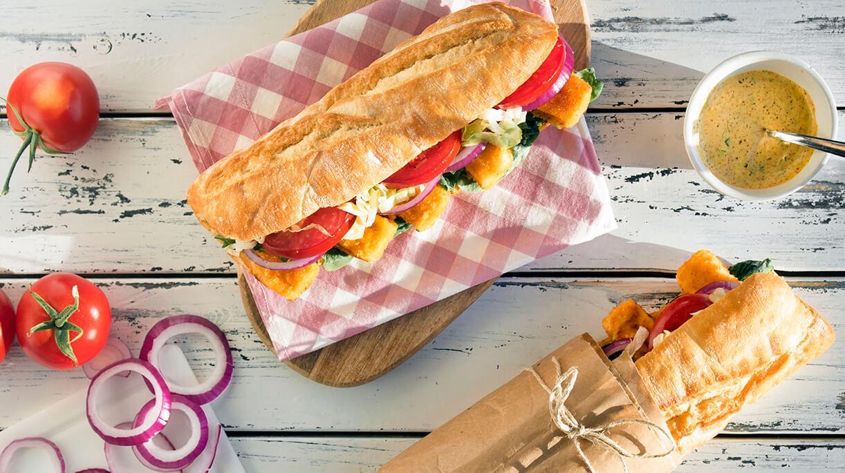 Mezgit filetolarını çıtır çıtır lezzeti ekmek arasında, denizin tazeliği istediğiniz an yanınızda.